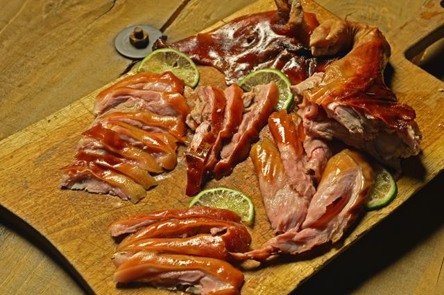 食欲の秋こそ超ワイルドな子豚の丸焼きに挑戦be Pal