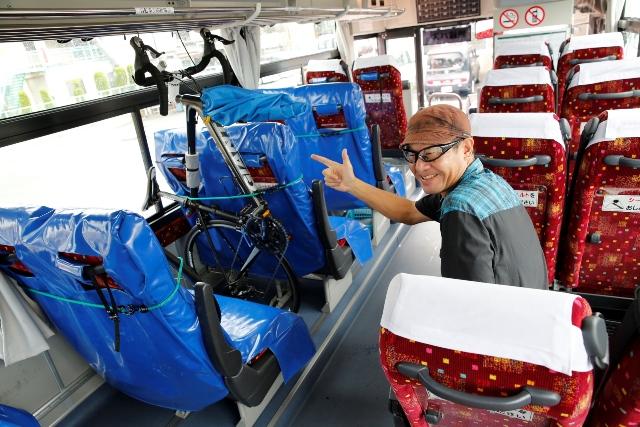 しまなみサイクルエクスプレスの車内。このように自転車を積み込むことができます。