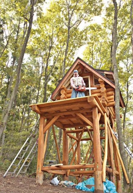 5棟目に作った空中ゲストハウス。故郷の秋田杉を使った高床式。材料費約15万円。