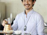 鈴木 清和 1977年9月24日栃木県生まれ。バリスタ世界チャンピオン、ポール・バセット氏のお店でチーフ・バリスタ兼ヘッドロースターを努めた後、2015年4月「GLITCH COFFEE & ROASTERS」のオーナーバリスタとして独立。「生豆」の選定、焙煎、抽出、サービス、知識。全てにおいてトップであり続けることにこだわり、日本のコーヒーカルチャーを世界へ発信している。