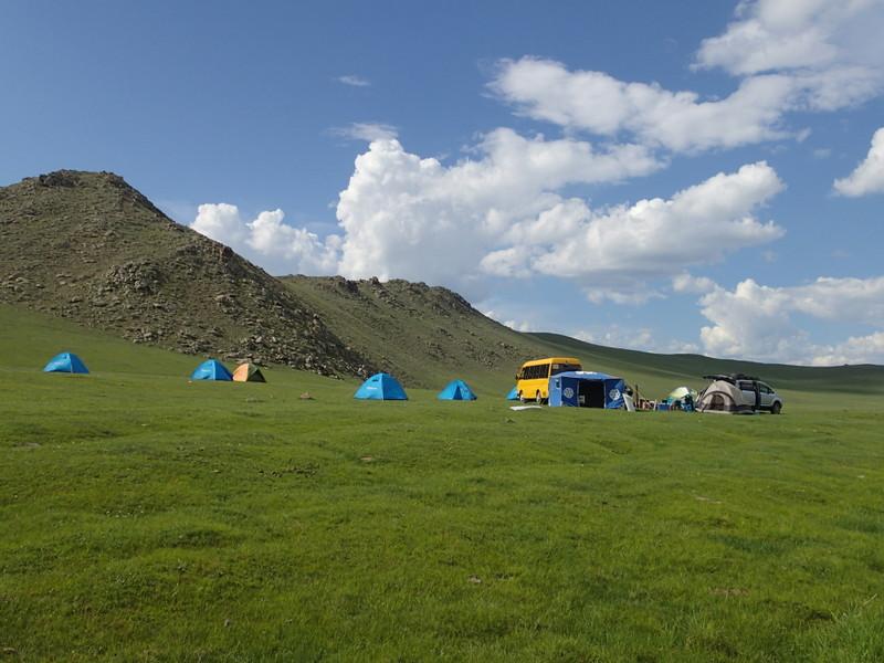 国中のいたるところがベストキャンプサイトだ。夜、ふかふかの草の飢えで寝転べば、満天の星が降ってくる。