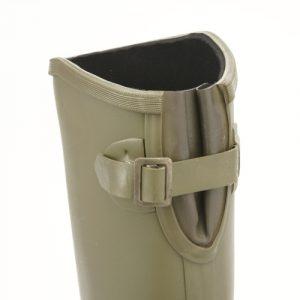 ふくらはぎにあるストラップは、履くときはゆるめ、履いたらしめて、フィット感の微調整が可能。カカトが浮くのはいやだよね。