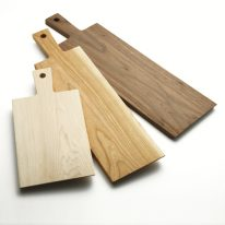 素材は「ブラックウォルナット」(右)、「ブラックチェリー」(中)、「ハードメープル」(左)の3種類から選べる。