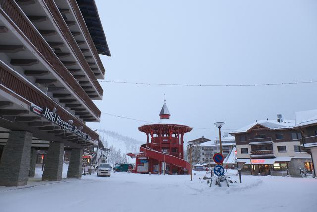 スキーの為の街って空気感(寒いから乾燥してるぞ)プンプンのルカの中心地