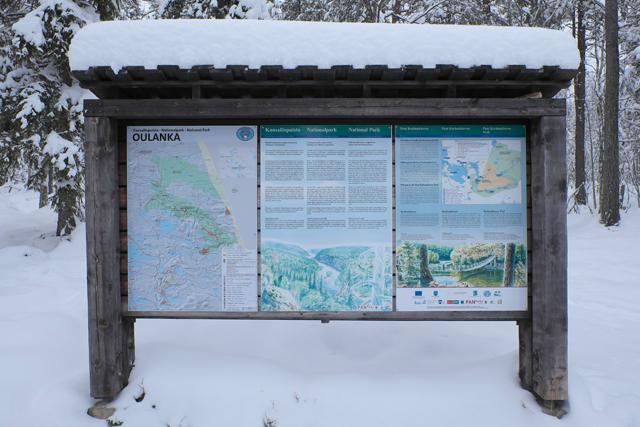 ハイキングの開始地点の看板