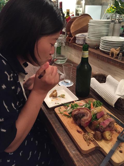 初めて食べた人も、その美味しさに思わずかぶりつく!