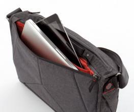 ラップトップやタブレットは背面側に収納可能。