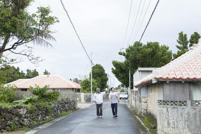 集落の見所を30分ほどかけてゆっくりと巡る。白保は旧き良き沖縄の文化が色濃く残った集落。シーサーの配置や向きに決まりがあるなんて、今回初めて知った!