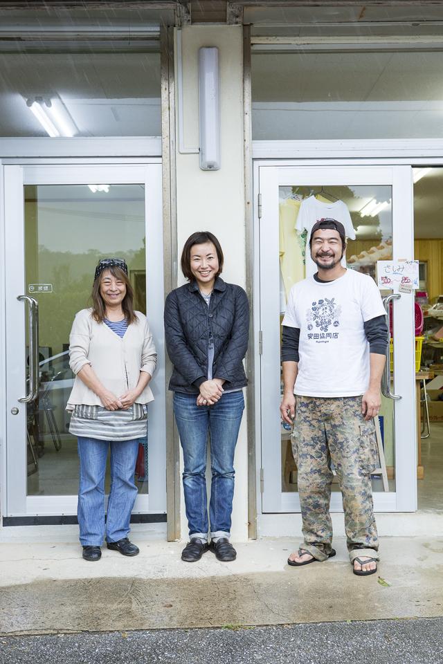 ご主人の徳田さん(右)は、東京から移住し、ADA FARMというコーヒー農園も経営。安田は移住者にも親切なんだとか。