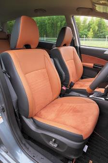 他のスバル車同様、シートの出来がよく、長時間座っても疲れにくい。テスト車両はオプションの本革シートで、標準仕様は合皮。