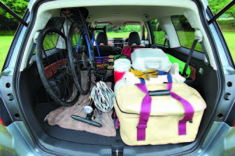 2~3列目を倒した状態。前輪を外せば自転車2台は余裕で積載。