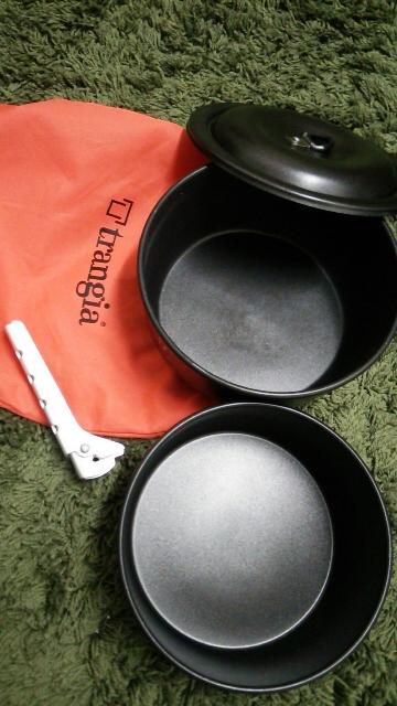 こちらの写真は、ツンドラ3のうち今回使用した2種類のソースパン(鍋)です。ツンドラ3には更にフライパンが付きます。