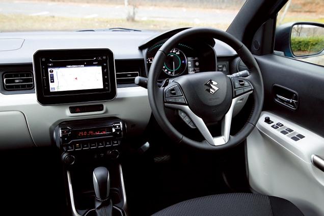 車両の前後左右4か所に設置したカメラで 俯瞰映像をナビ画面に表示する、全方位モニ ター(オプション)。障害物の多い場所で便利。