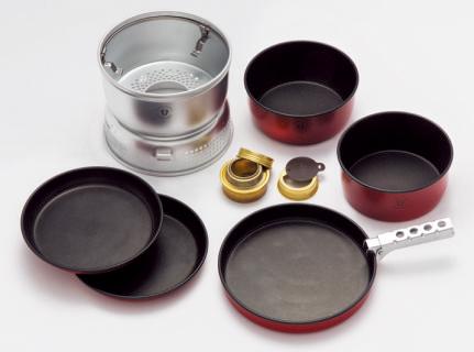 記念モデルには赤い取り皿が 2枚付属する。こちらもちゃ んとノンスティック加工されていて、とても使いやすい。