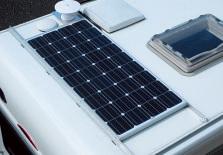 、ソーラーパネルを標準装 備の80Wから写真の145Wに増 強できるキャンペーンを開催中。
