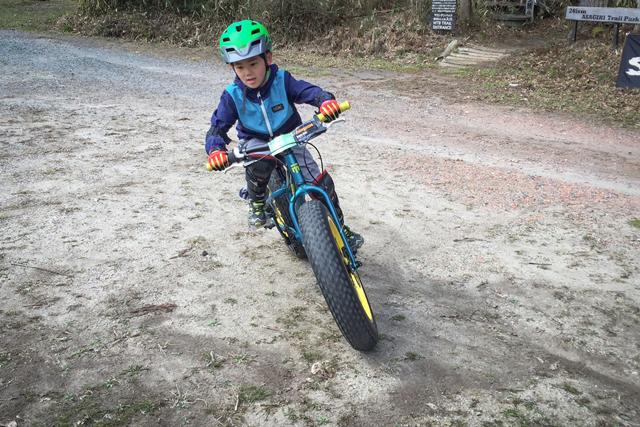 キッズ用のファットバイクも登場。安定感が高いので、簡単にトレイルを走れます。