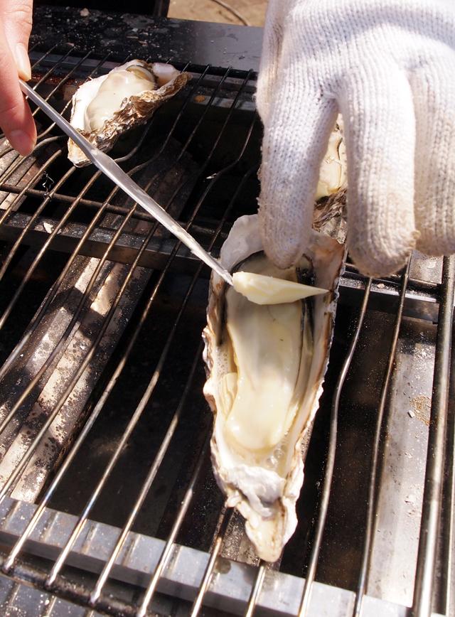 牡蠣はバター醤油で。あ~幸せ。(注)このあとヤマモモソフトも食べました