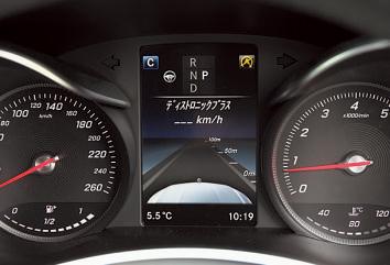 2種類のレーダーで先行 車を認識。任意の速度を設定すれば、その範囲内で追従する。設定速度はメーター内に表示される。