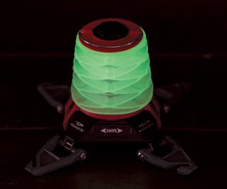 ボディーは蓄光し、暗闇で緑色に光る。夜中でもランタンの位置がわかり、探し出しやすい。