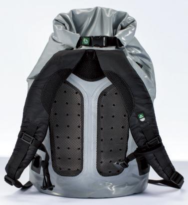 バックパックタイプの背面には、背中が蒸れにくいようにメッシュパッドが施されている。