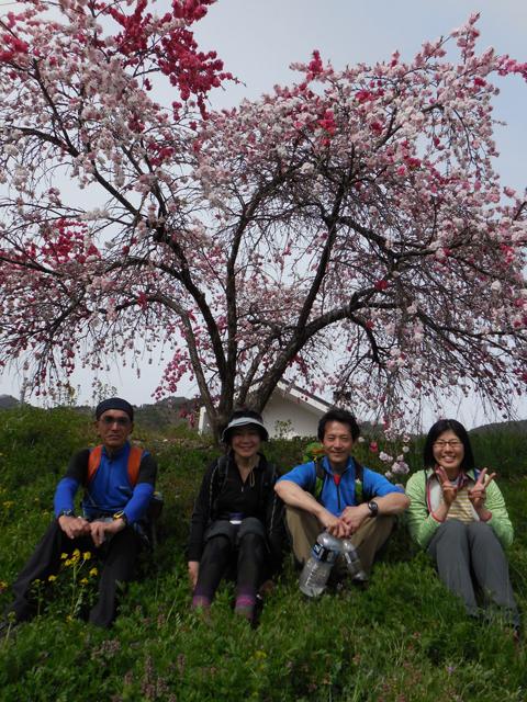 左から佐藤さん、辰巳夫妻、宍戸さん