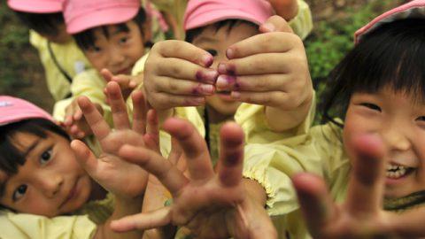 活動後は、たくぼくの他に、手についたクレヨンの量も競い合う子供達 この姿をみると、僕は嬉しくなる