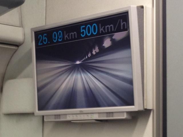 時速500㎞に到達! 映像は車体先頭に取り付けられたカメラによるもの。