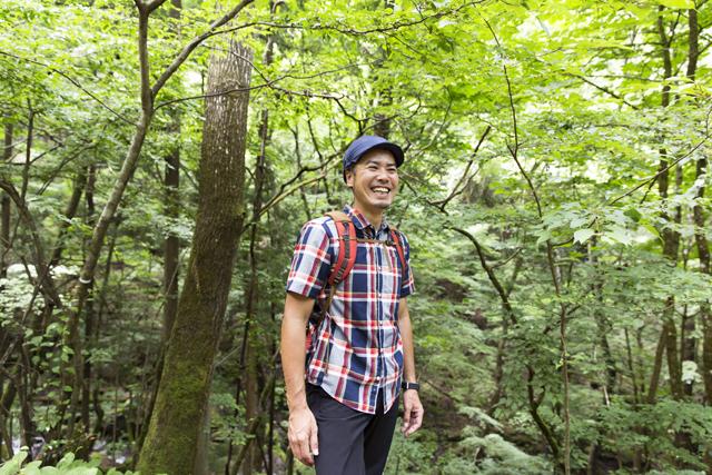 長谷部雅一さん 本誌でも活躍中のアウ トドアプロデューサー にしてネイチャーイン タープリター。軽妙か つ深いトークが自然へ の扉を開いてくれる。