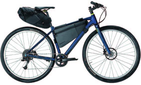 新しいムーブメントのため、バイクパッキング用のバッグは高価なものが多いのですが、このジャイアントの「スカウト」シリーズのコストパフォーマンスは群を抜いています。今回の旅で使用したバッグの価格は「スカウトフレームバッグ(L)」が6000円、「スカウトハンドルバーバッグ」は7000円(ぞれぞれ税抜き)。いずれも防水仕様です。