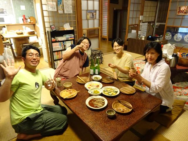 左から、こっすーさん、菜々さん、ホメオパシー伝道師の藤田円さん(この日のゲストさん)、南知多在住の藤田さんの知人おとさん