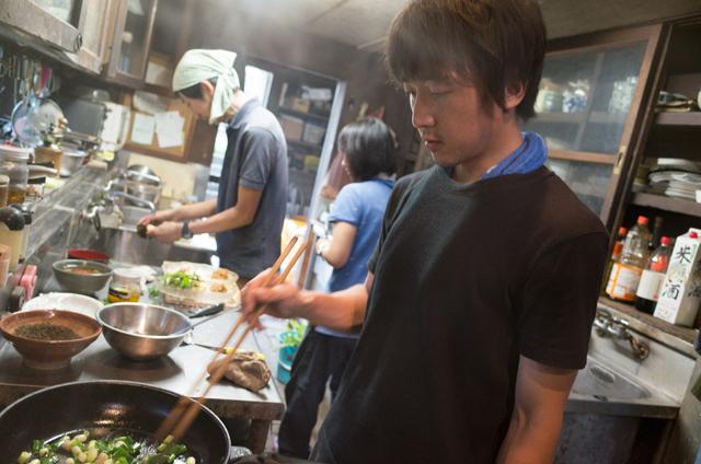 みんなで料理ができる広いキッチン。海外のバックパッカー宿のよう