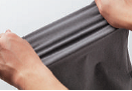 パンツ素材はタテ ヨコに伸縮する4W AYストレッチ。ハ ンパなく動きやすい。