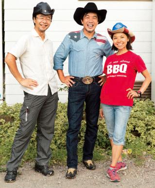 左から、日本バーベキュー協会の高橋浩之さん、下城民夫さん、操本都さん。 40 歳)