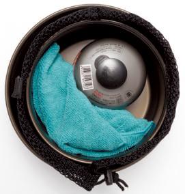 セットはスタッキング収納可能。クッカー 小の中には付属のリフターのほか、110gの ガス缶やコンパクトストーブも入れておける。