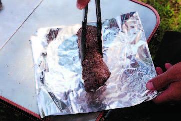 ホイルで長時間熱を 加える場合、調味料を 多用すると化学変化で 肉が固くなる。下味は 塩・コショウがベスト。