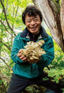 自然ガイド・高柳盛芳さん。1954年、群馬県みなかみ町生まれ。奥利根地域の釣り、クマ撃ち、山菜・キノコ採りに精通した日本のマウンテンマン。