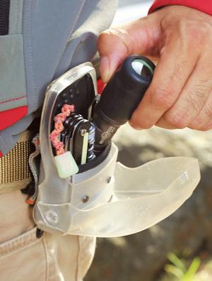 ケースは携帯電話用を改造。メ ンテナンスのコツは「電気の流れ をスムーズにさせるボディー接合部のネジ山のクリーンアップ」。