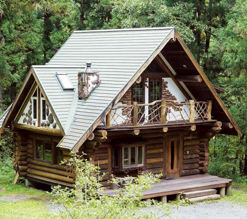 1996年建造。窓際には景色を眺められる特等席がある。10人まで泊まることができる。