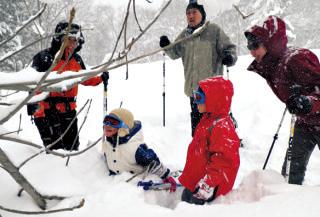 コテージの前はドッグラン。里山体験プログラムも提供。
