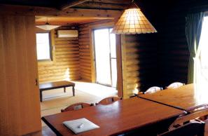 室内には和室がある。本館にレストランはあるが、営業はランチのみ。