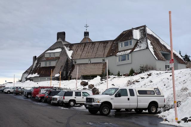 映画シャイニングのロケ地にもなっている「ティンバーラインロッジ」。1930年に建てられた由緒あるスキーリゾート・ロッジだ。