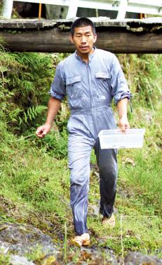 罠猟と野生肉の販売、蜂の子獲りと巣の駆除を本職とする野の達人。岡山県在住。