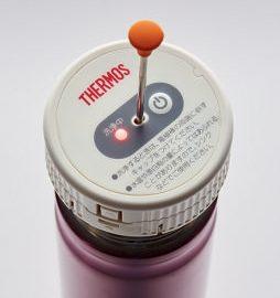 ボトルに洗浄器をの せ、電極棒を底に付く ようにセット。スイッ チを入れて3分待つ。