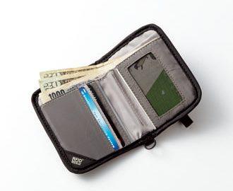 メッシュIDカードスロットのほか、カードスロット×5、ジッパーポケットなども装備。