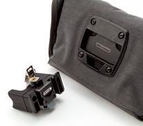 アタッチメン トと専用工具が 付属。盗難防止 に有効なキーロ ックシステムを 搭載している。