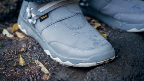 悪条件こそ、このスニーカーの真価が発揮さ れる。濡れた地面でもスリップしにくく、なにより内部への浸水がないのがうれしい。