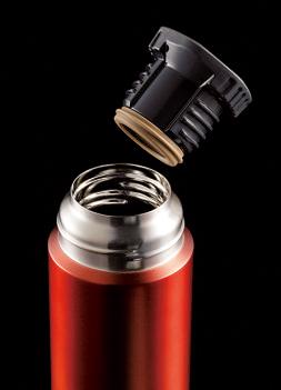 開口部はφ45㎜とし ヒートロスを徹底排除。 内栓内部には発泡ポリ プロピレンを封入し断 熱効果を向上させた。