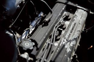 41万㎞を走破した風格が漂 うエンジン。一度だけバルブが焼けつきヘッド周辺を交換。