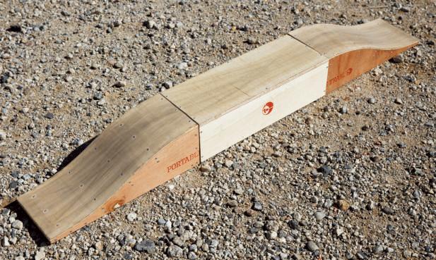 ポータブル・トレイルと名づけられた練習用のコブ。柳原さんが考案し、自作して販売している。1セット¥9,500。コンパクトに収納できる。また、複数の連結も可能だ。