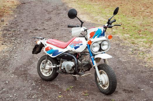 ホンダ・モンキーバハ。ロ ングセラーモデル、モンキ ーにオフロードバイク風の意匠が与えられたモデル。